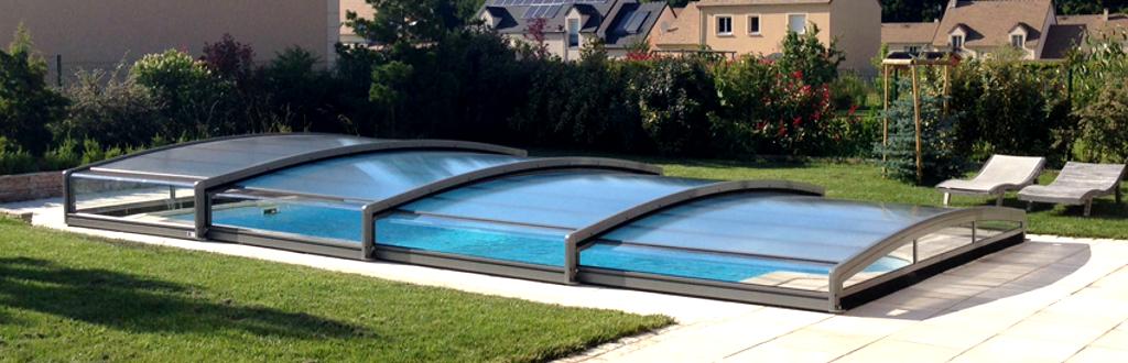 Notre gamme d 39 abris de piscine plats aladdin concept for Abris bas piscine