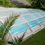 Abri de piscine semi-haut transparent