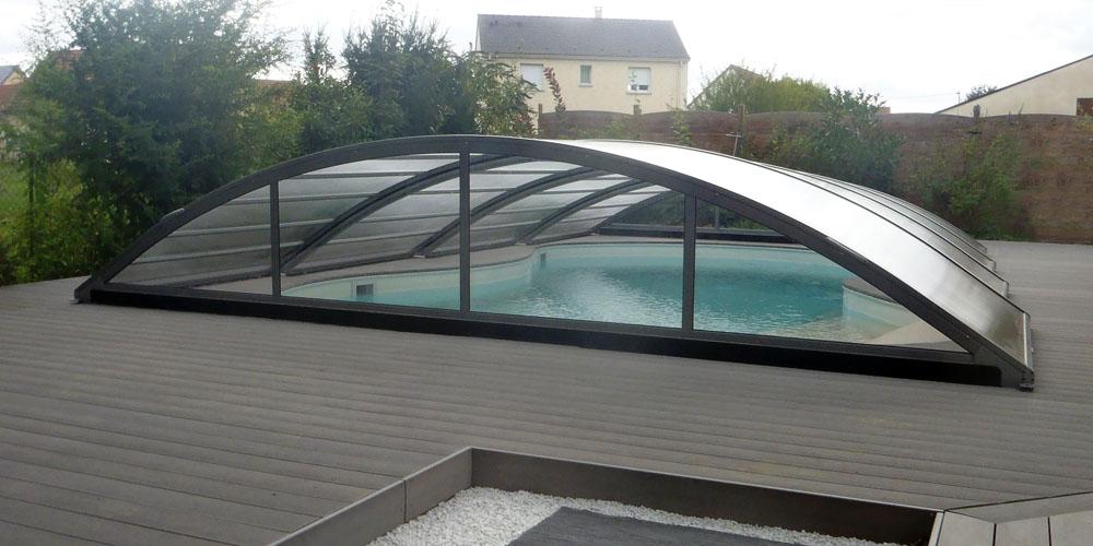 Abri bas de piscine gris